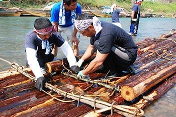 プロジェクト保津川の活動についての画像 筏組み立て